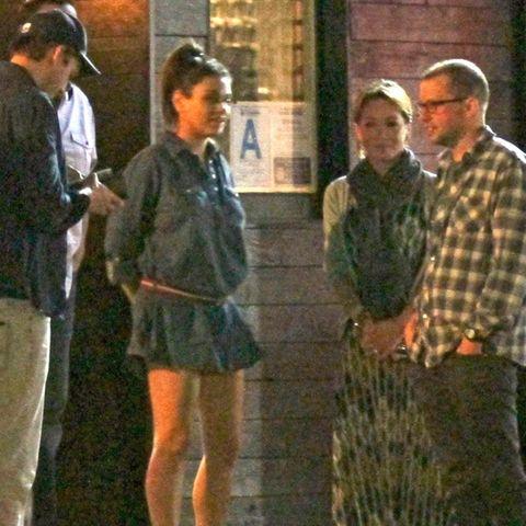 Ashton Kutcher, Mila Kunis, Lisa Joyner, Jon Cryer