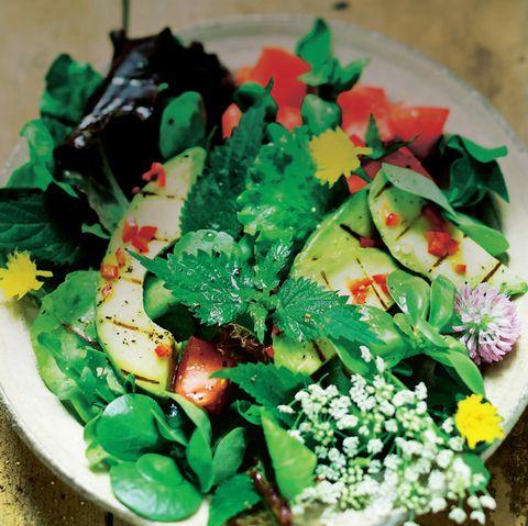 Wildkräutersalat mit Avocado