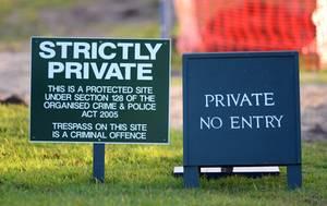 Betreten verboten! Den Landsitz Anmer Hall in der Grafschaft Norfolk will William demnächst mit seiner Familie nutzen. Dutzende Bäume und Büsche wurden als Sichtschutz gepflanzt, Straßenführungen im Namen der Sicherheit dauerhaft geändert.