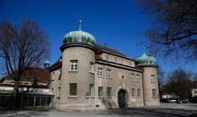 Sieht aus wie ein Schlösschen, ist aber keins: die Justizvollzugsanstalt Landsberg am Lech.