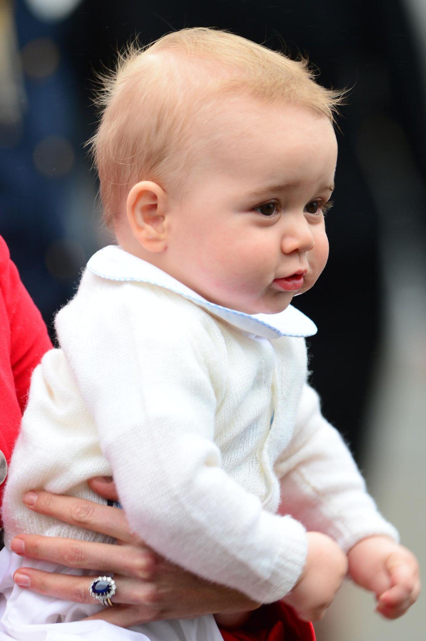 Prinz George sieht nach dem langen Flug noch etwas müde aus.