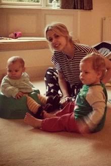 14. Oktober 2013: Peaches Geldof hat es sich mit ihren Söhnen Phaedra und Astala gemültich gemacht.
