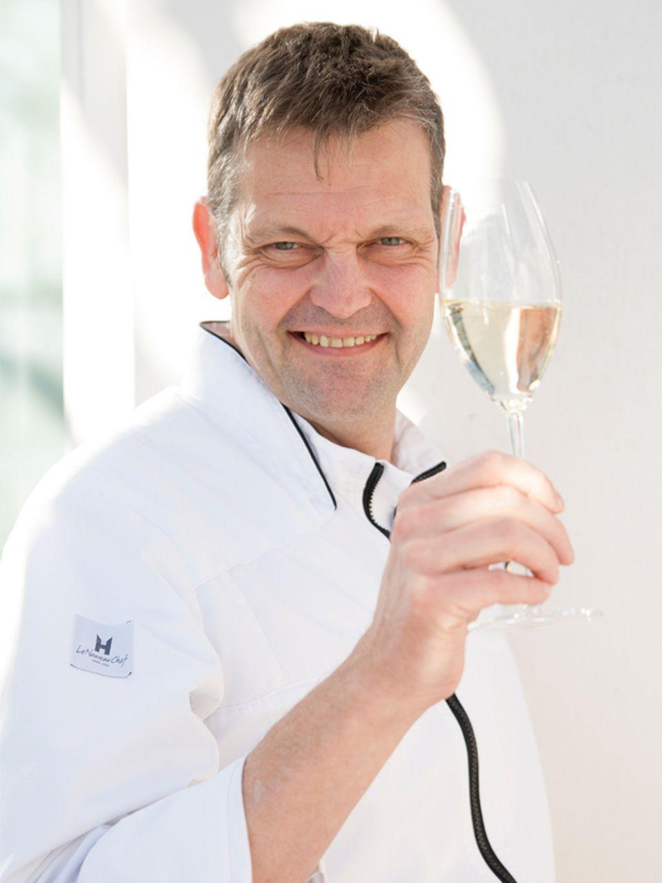 """Ein Prosit auf das Geburtstagskind """"Gala"""":  Sternekoch Thomas Martin"""
