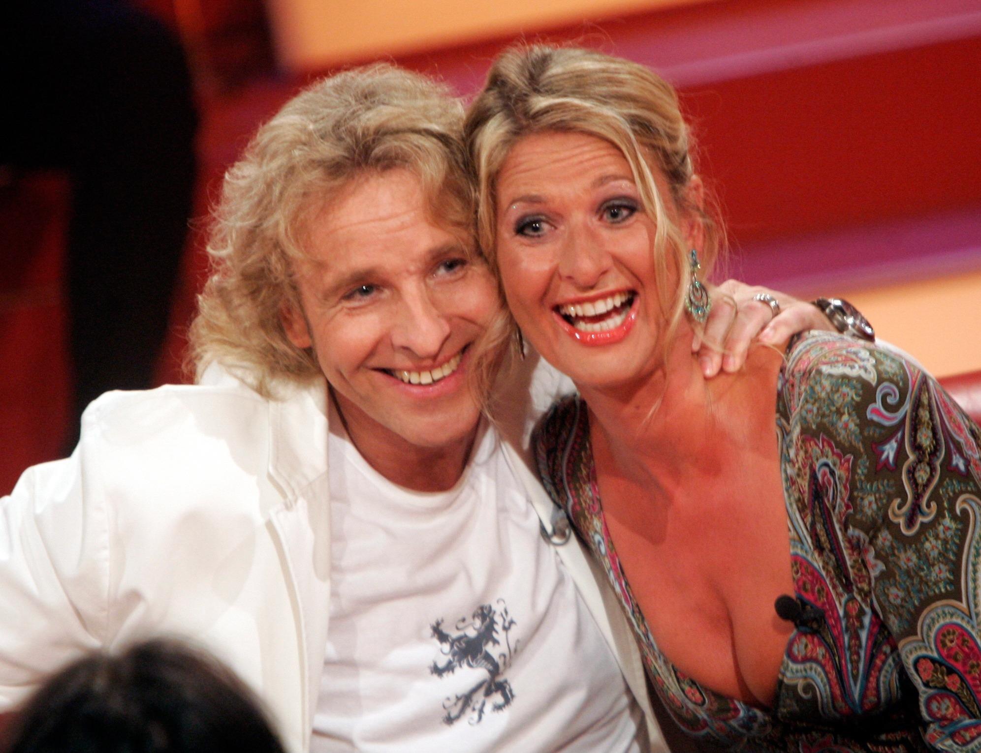 """Thomas Gottschalk und seine Schwester Raphaela Ackermann bei einer Aufzeichnung der Show """"Gottschalk & Friends"""""""