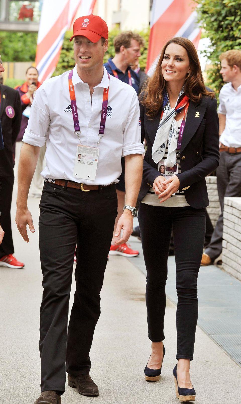 Auch bei den Olympischen Sommerspielen in London im Jahr 2012 griff Herzogin Catherine zu ihrer Lieblingskombi, bestehend aus Streifenshirt, Wedges und Blazer.