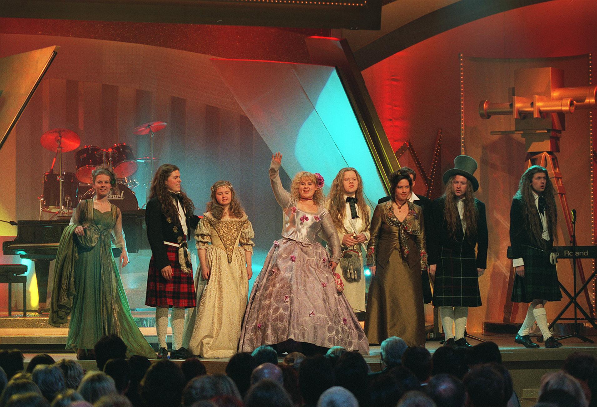 """Maite Kelly mit ihrer """"Kelly Family"""" bei der Verleihung der """"Goldenen Kamera"""" im Jahr 1992"""