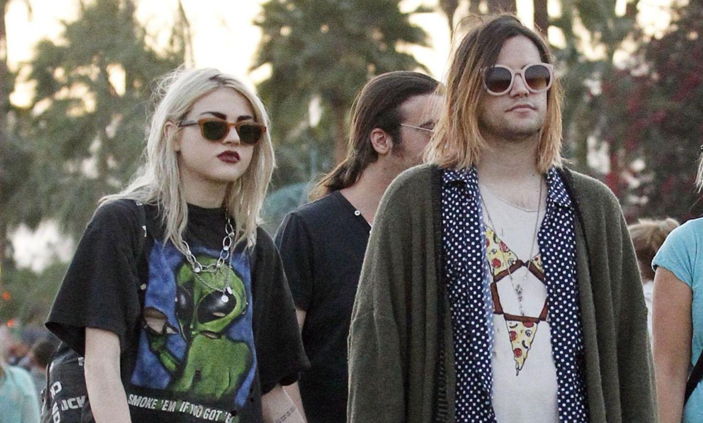 "Frances Bean Cobain mit ihrem Verlobten Isaiah Silva auf dem ""Coachella""-Festival"