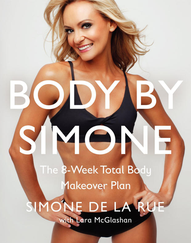 """Die Trainerin und ehemalige Tänzerin Simone De La Rue  macht Stars mit einer Mischung aus Ballett, Cardio und Kraftübungen fit für die Leinwand. Die Kurse in ihren Studios in New York und L. A. sind stets ausgebucht. Jetzt hat sie sie ein Acht-Wochen-Programm als Buch veröffentlicht: """"Body by Simone"""", HarperWave, 256 S., ca. 19 Euro (auf Englisch)"""