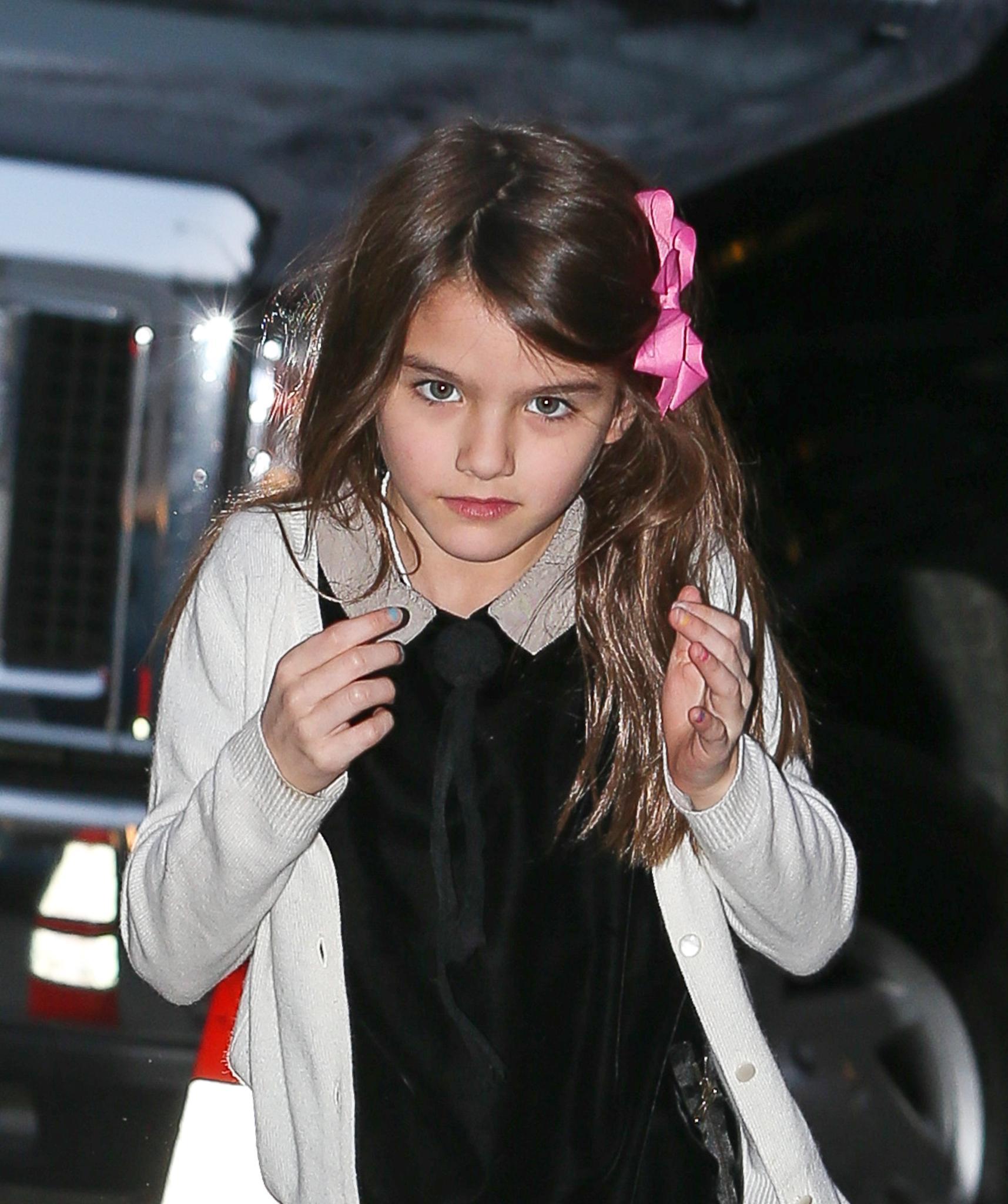 Suri Cruise besucht ihre Mutter am Set in New York.