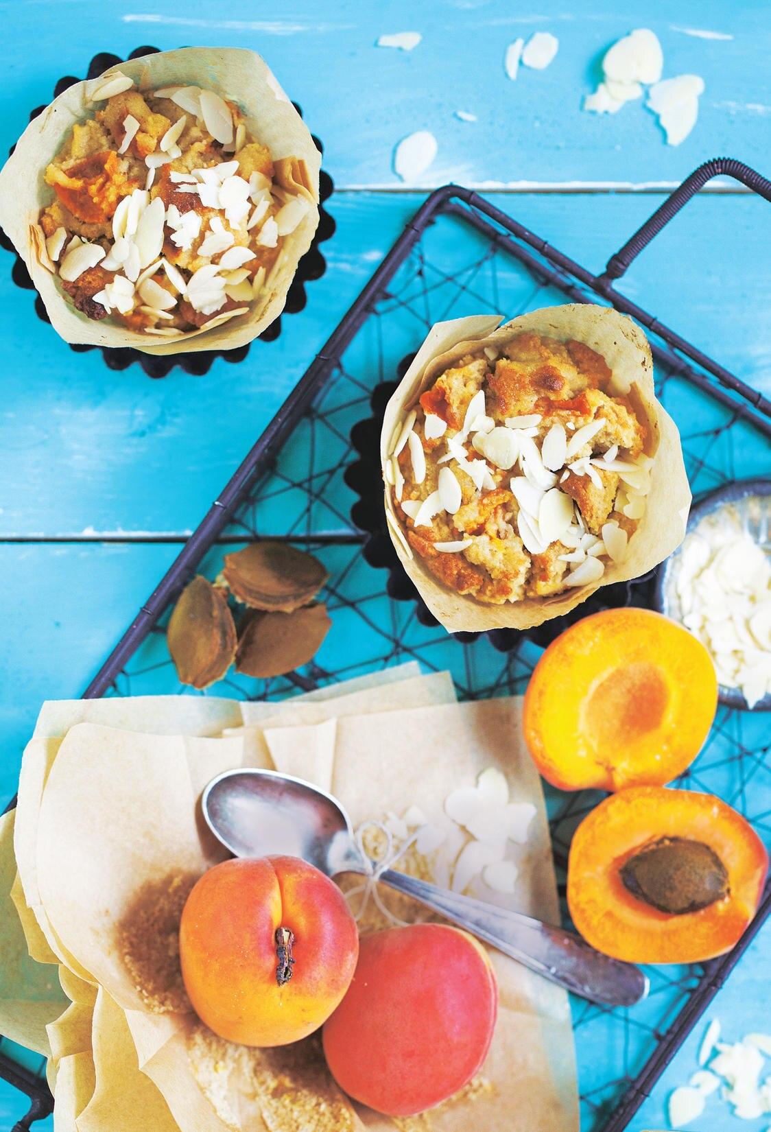 Frühlingsmuffins mit Aprikosen und Mandeln