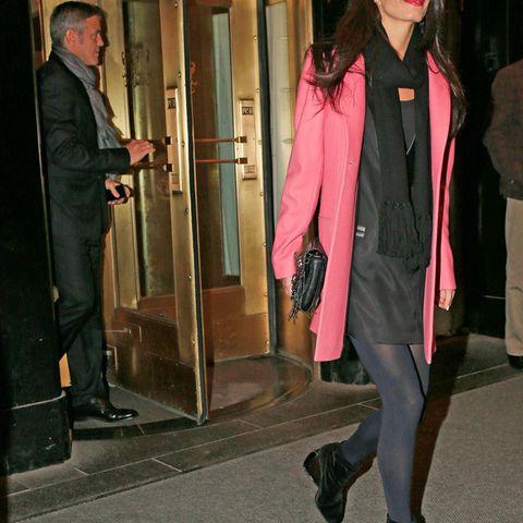 George Clooney und Amal Alamuddin verlassen im März zusammen ein Hotel in New York.