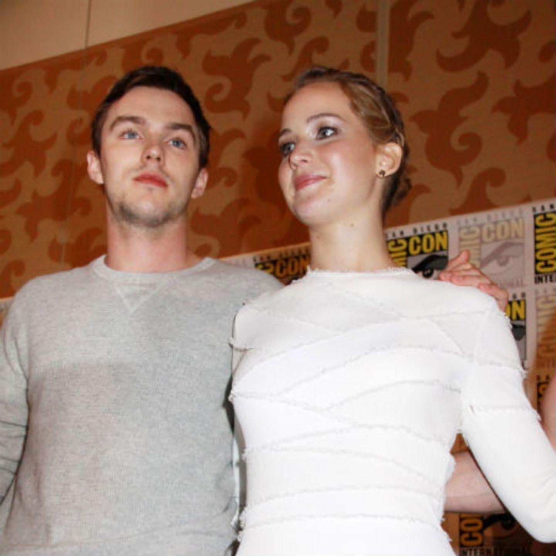 Jennifer Lawrence + Nicholas Hoult