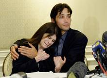 Tränen bei der Pressekonferenz - Schauspieler Michael Egan und seine Mutter Bonnie.