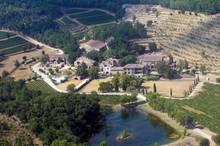 Hier wohnt die Liebe: Das Weingut Château Miraval in Südfrankreich gehört den Jolie-Pitts seit drei Jahren. Die historische Kapelle auf dem Gelände ließen sie renovieren.