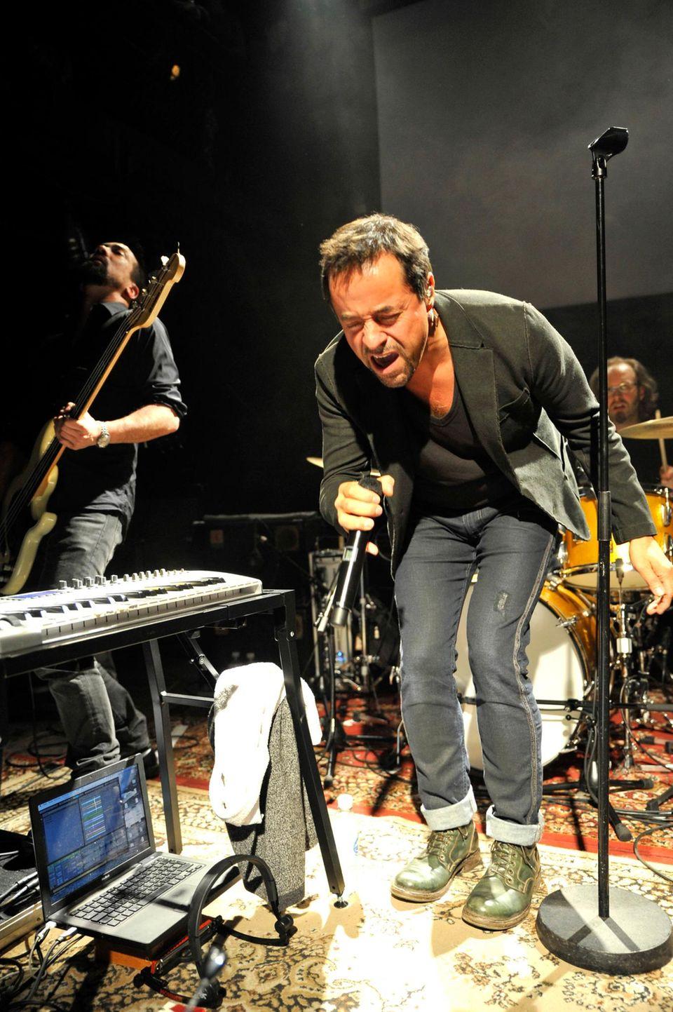 Jan Josef Liefers rockt gerne die Bühne, hier mit seiner Band Oblivion.