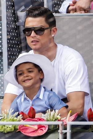 Cristiano Ronaldo mit seinem Sohn Cristiano Ronaldo Jr.