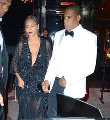 """Jay-Z wirkt beim Verlassen der """"Met""""-Gala verwirrt und ungläubig: Nur wenige Augenblicke zuvor entstand das jetzt veröffentlichte Prügel-Video."""
