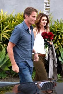 Cindy Crawford und ihr Mann Rande Gerber beglückwünschten George Clooney und Amal Alamuddin mit einem Blumenstrauß zur Verlobung.