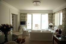 Die Junior-Suiten wurden 2012 sanft renoviert, inzwischen verfügen alle über WLAN und TV.