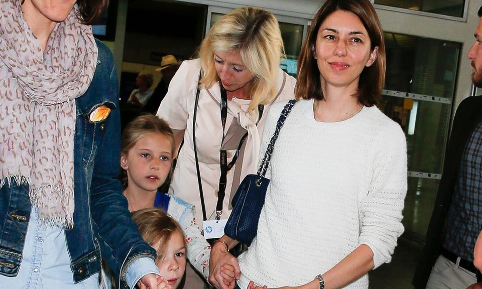 Regisseurin Sofia Coppola reist mit ihren Töchtern Romy und Cosima an.