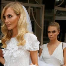 Cara Delevingne als Brautjungfer und Schleier-Trägerin auf der Hochzeit ihrer Schwester Poppy.