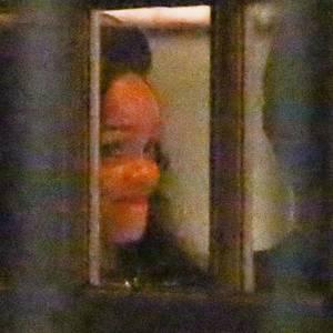 Rihanna amüsiert sich beim Dinner mit Chris Martin.