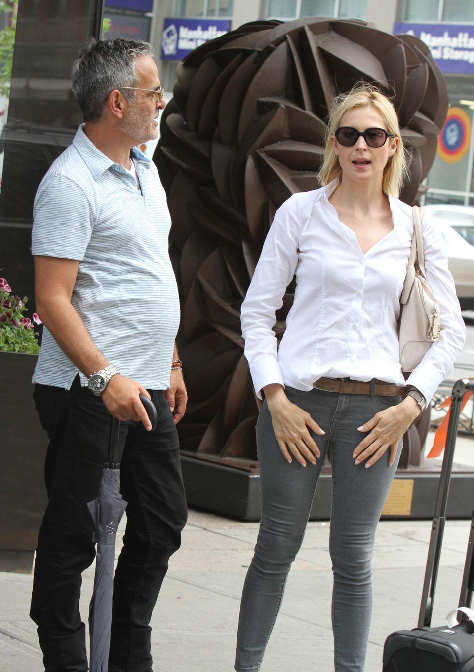 Kelly Rutherford mit einem Unbekannten in New York.