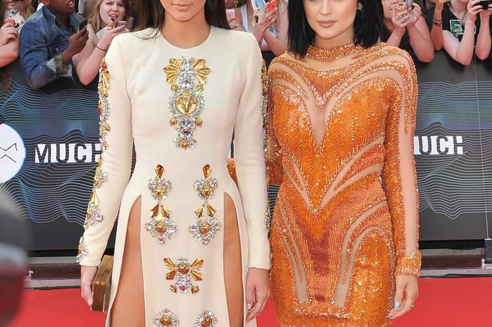 Kendall Jenner + Kylie Jenner