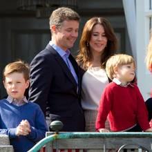 Prinz Frederik und Prinzessin Mary mit ihren Kindern