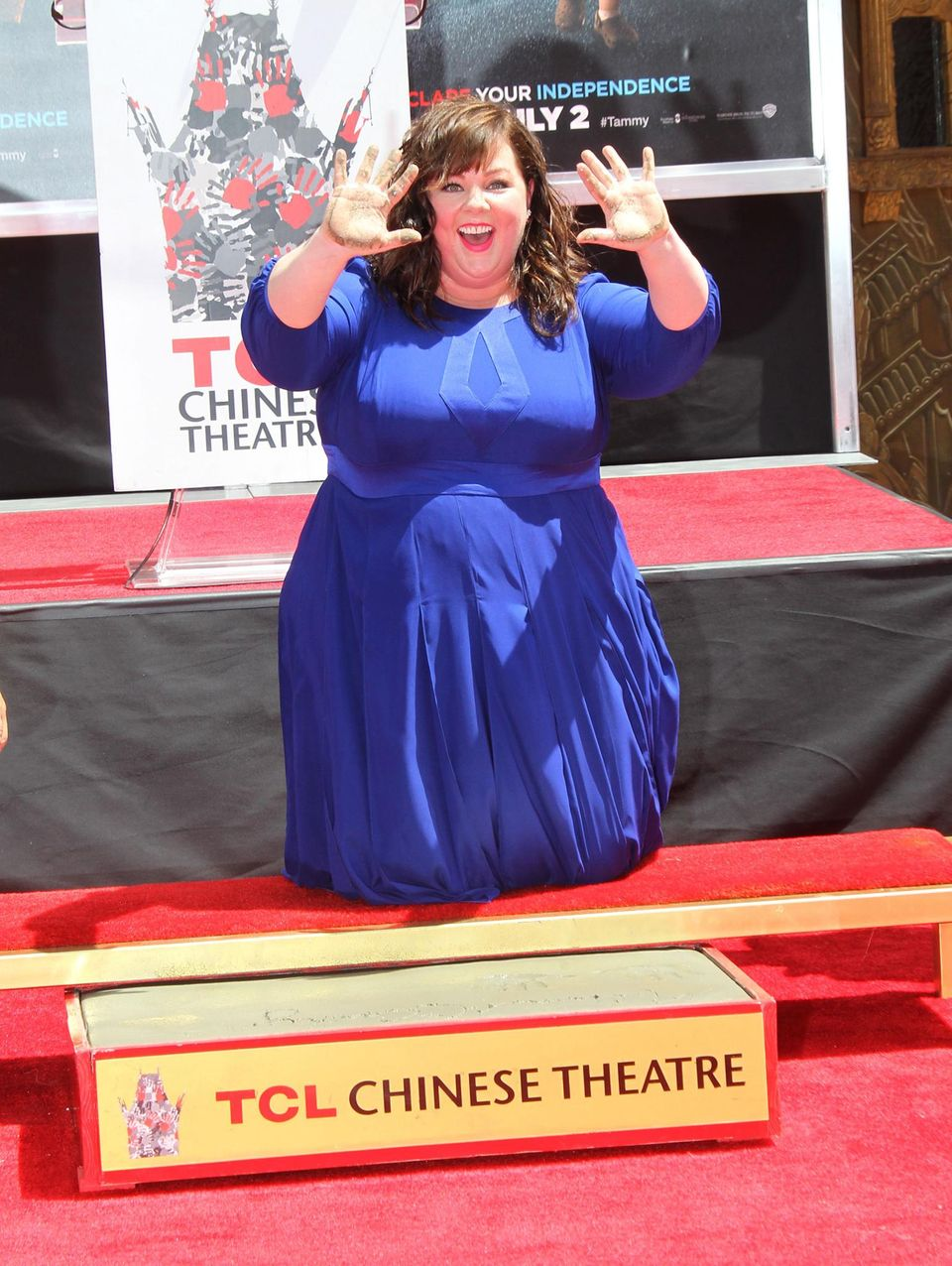 "Melissa McCarthy verweigt sich vor dem ""TCL Chinese Theatre"" in Hollywood."