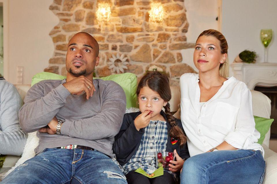 Der Ex-Nationalspieler mit seiner Frau Suzan, 27, und Tochter Adriana, 5