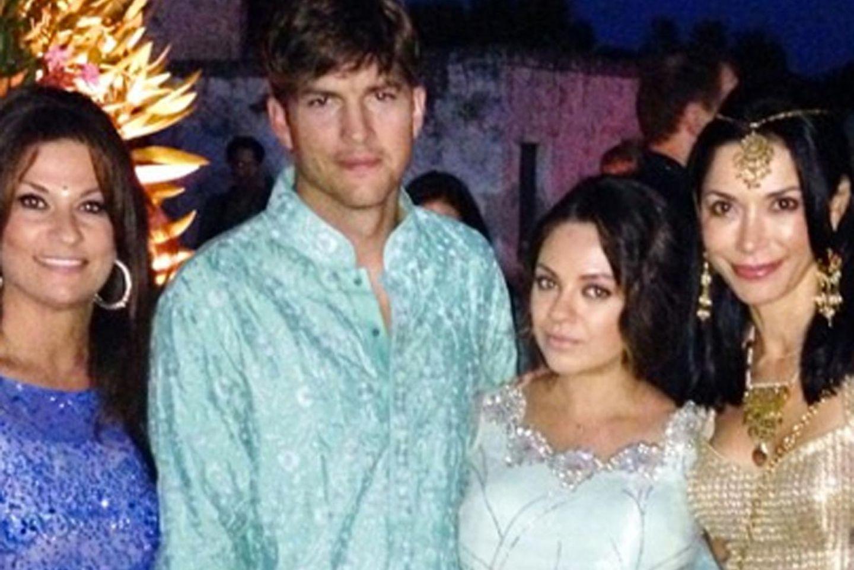 Ashton Kutcher und Mila Kunis auf einer Bollywood-Hochzeit.