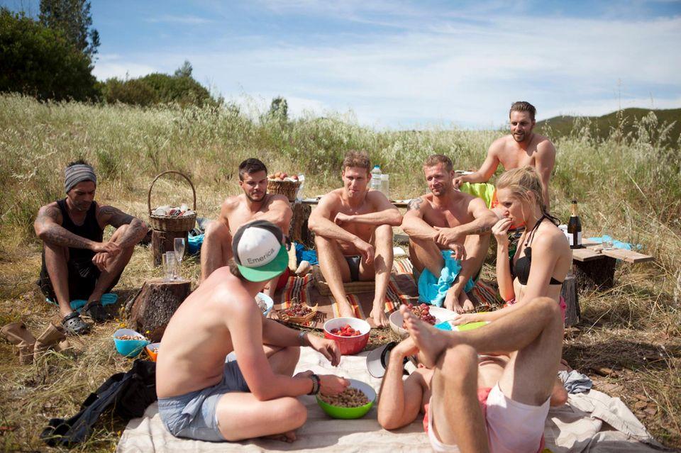 Die Bachelorette beim Gruppendate in Portugal.