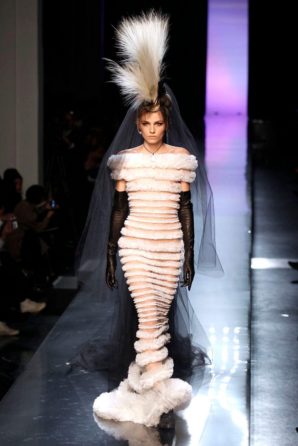 Für Jean Paul Gaultier darf Andrej 2011 in ein Brautkleid schlüpfen.