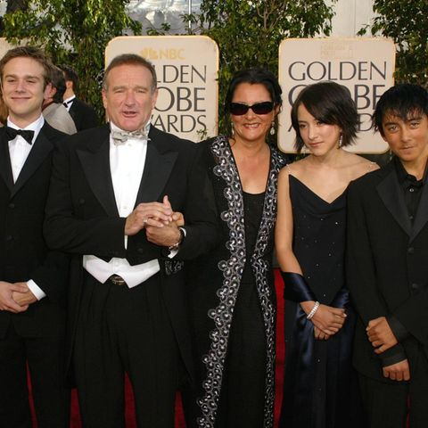 Robin Williams mit seiner damaligen Ehefrau Marsha Garces Williams und den Kindern Zachary (mit seiner Freundin Alex), Zelda und Cody bei der Golden-Globes-Verleihung 2005