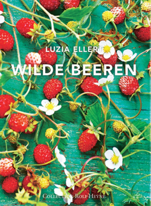 """Nachhaltigkeit, Selbstversorgung und saisonaler Genuss sind die Schwerpunkte des bunten Buchs, das sich voll und ganz den kleinen Früchten und Blüten widmet. Die Rezepte reichen von Brombeerblättertee über Preiselbeerkompott bis hin zu Veilchenzucker – einfach und köstlich, das ganze Jahr über. (""""Wilde Beeren"""", Collection Rolf Heyne, 368 S., 39,90 Euro)"""