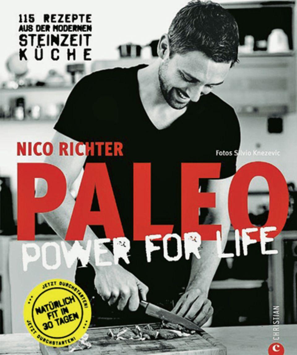 """""""Paleo"""" heißt der aktuelle Food-Trend, der die Ernährungsweise aus der Steinzeit aufgreift und Stars wie Miley Cyrus und Jessica Biel begeistert. Alles basiert auf Fleisch, Fisch, Gemüse und Nüssen. Auf Zucker, Getreide und Milchprodukte wird verzichtet. Hobbykoch und Foodblogger Nico Richter ist seit zwei Jahren """"Paleolaner"""" und serviert in seinem Buch 115 Rezepte für ein neues, gesundes Körpergefühl. (""""Paleo – Power For Life"""", Christian Verlag, 224 S., 29,99 Euro)"""