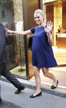 """Die Suche nach Eheringen war wohl erfolgreich: Strahlend verlässt Michelle den Juwelier """"Damiani"""" in Mailand."""