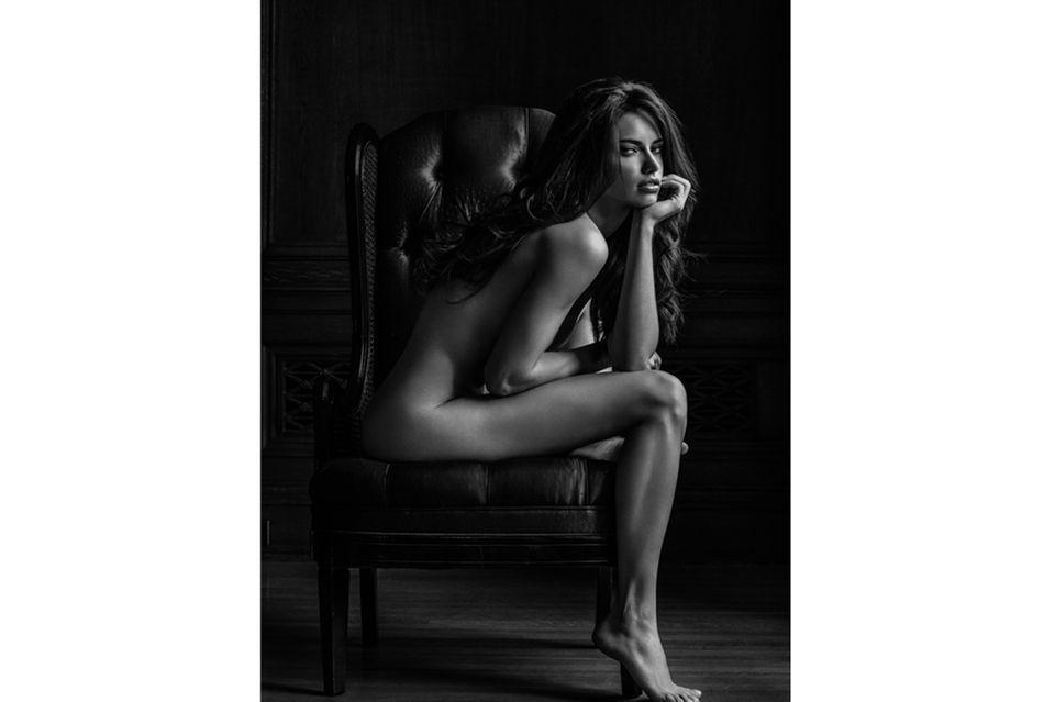 Auch auf Supermodel Adriana Lima darf man sich in Russell James' Band freuen. Hier ließ sie 2007 für ein Fotoshooting in Los Angeles die Hüllen fallen.