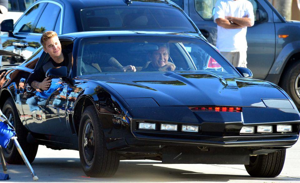 Justin Bieber und David Hasselhoff haben offensichtlich jede Menge Spaß beim gemeinsamen Cruisen.