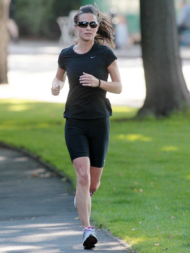 """Zwischen drei und fünf Mal pro Woche macht Pippa Middleton mindestens 30 Minuten Sport. """"Das hebt meine Laune und Energy und hilft mir besser zu schlafen"""", so Pippa gegenüber dem britischen Ernährungs-Magazin """"Waitrose Weekend Magazine""""."""