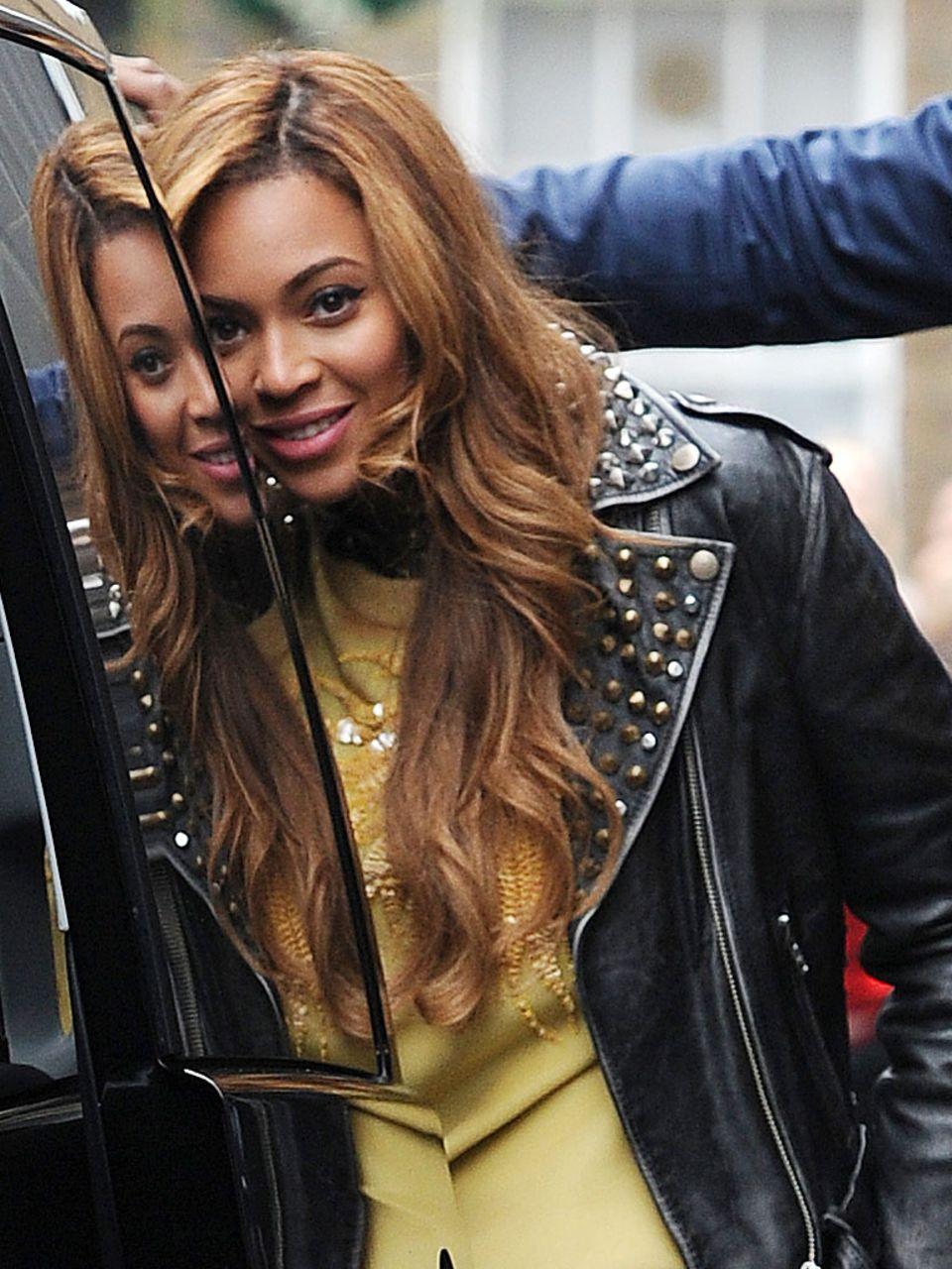 Nach dem Shitstorm gegen ihre Pony-Frisur ist Sängerin Beyoncé wieder auf eine Löwenmähne umgestiegen.