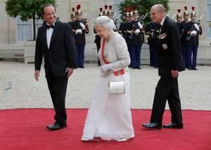 Immer einige Schritte hinter seiner Frau: Prinz Philip kennt das Leben als Prinzgemahl so lange wie kein anderer.