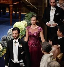 Während Prinz Carl Philip und Chris O'Neill ganz ernst gucken, strahlt Sofia Hellqvist übers ganze Gesicht.
