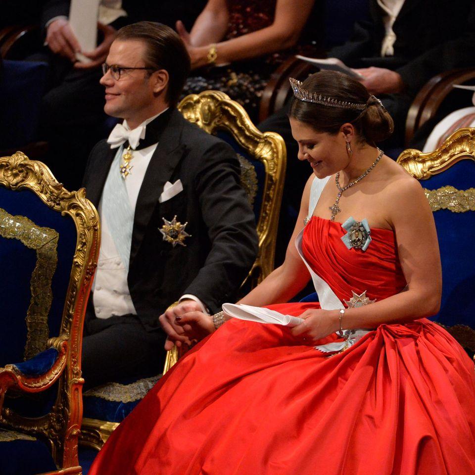 Prinzessin Victorias Familienglück mit Ehemann Daniel und Tochter Estelle macht sie so beliebt.