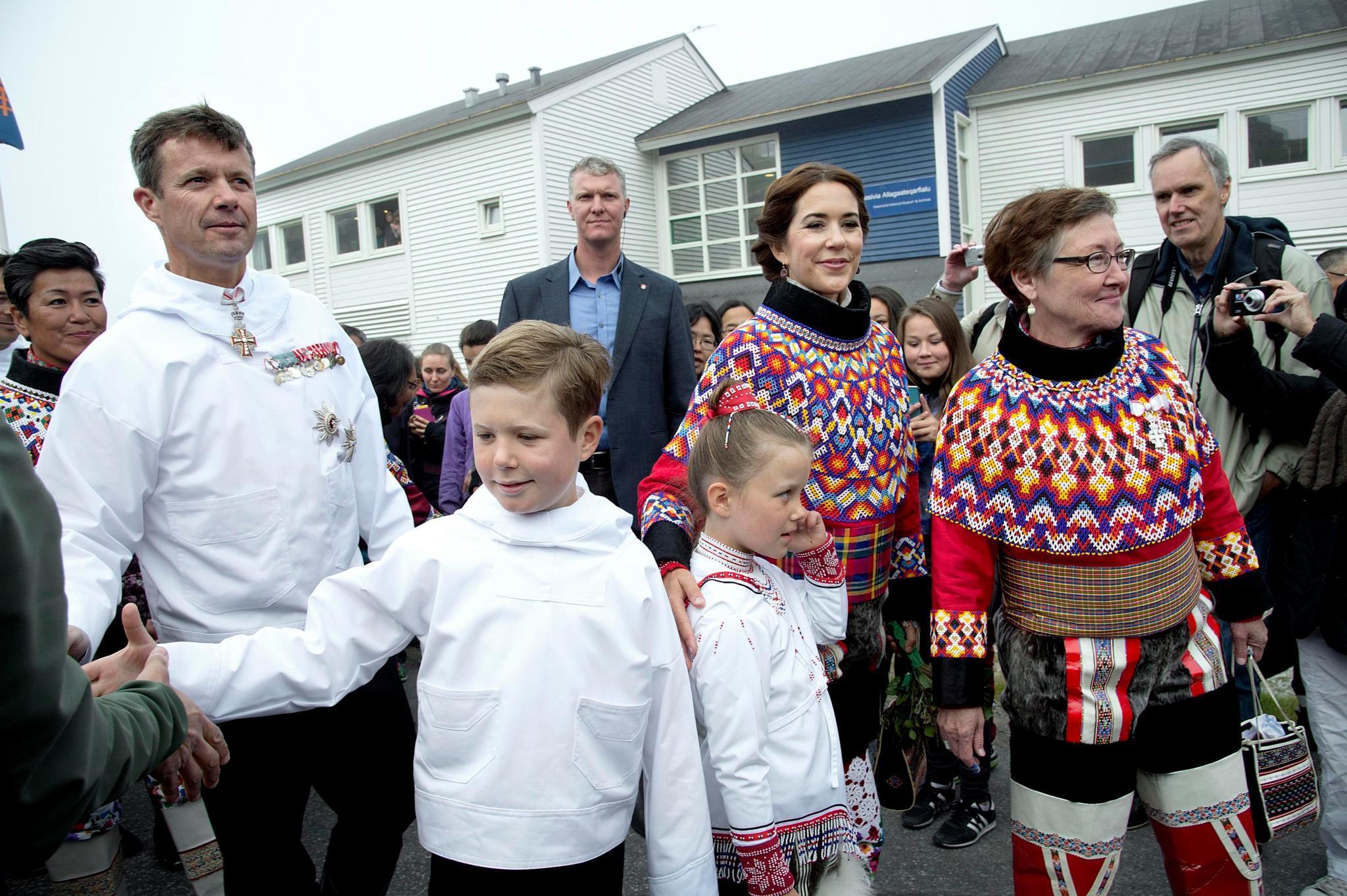 MIt allen Kindern reisen Prinzessin Mary und Prinz Frederik im August nach Grönland und ernten viel Lob.