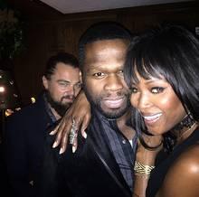 Auf einer Party am Golden-Globe-Wochenende will 50 Cent ein Selfie mit Naomi Campbell schießen. Doch da hat er die Rechnung ohne Leonardo DiCaprio gemacht. Der schmuggelt sich mit ins Bild.