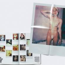 """Dem """"V Magazine"""" liegt ein Poster der nackten Miley Cyrus bei."""