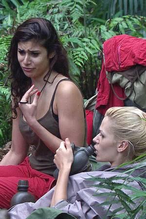 Tanja und Sara sind im Camp bereits Busenfreundinnen geworden.