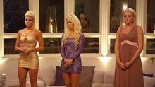 Sarah, Liz und Carolin fiebern der Rosenvergabe entgegen.